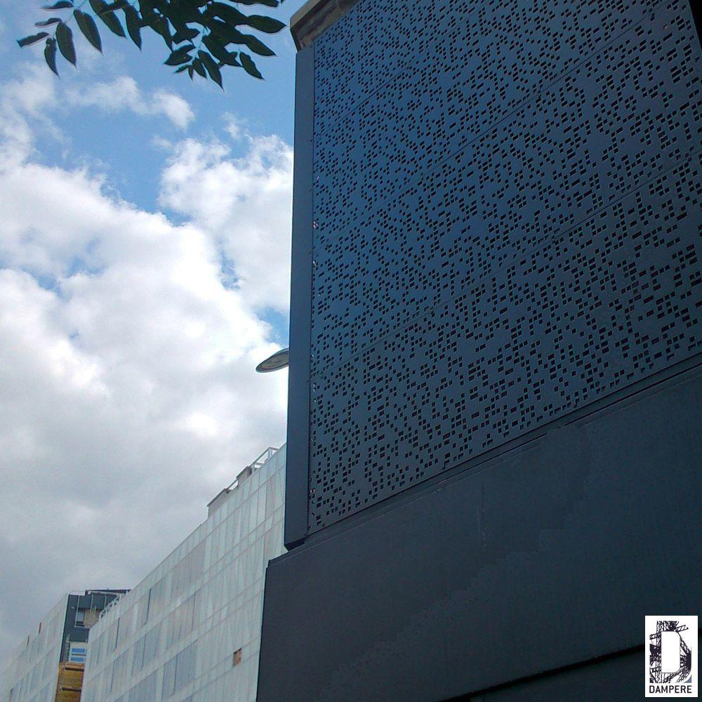t le perfor e sur mesure recouvrant un mur de pierre. Black Bedroom Furniture Sets. Home Design Ideas