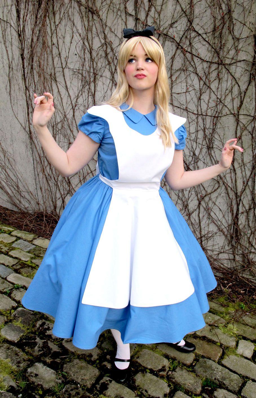 White apron alice in wonderland - Alice In Wonderland
