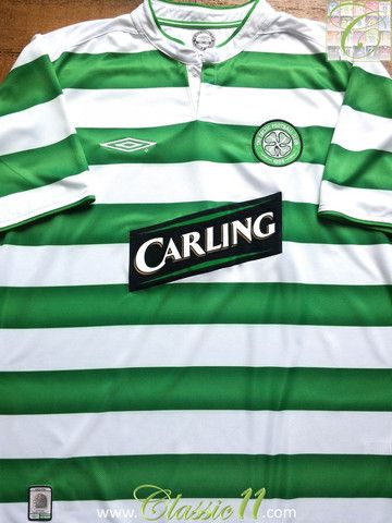 Relive Celtic's 2003/04 season with this vintage Umbro home football shirt.