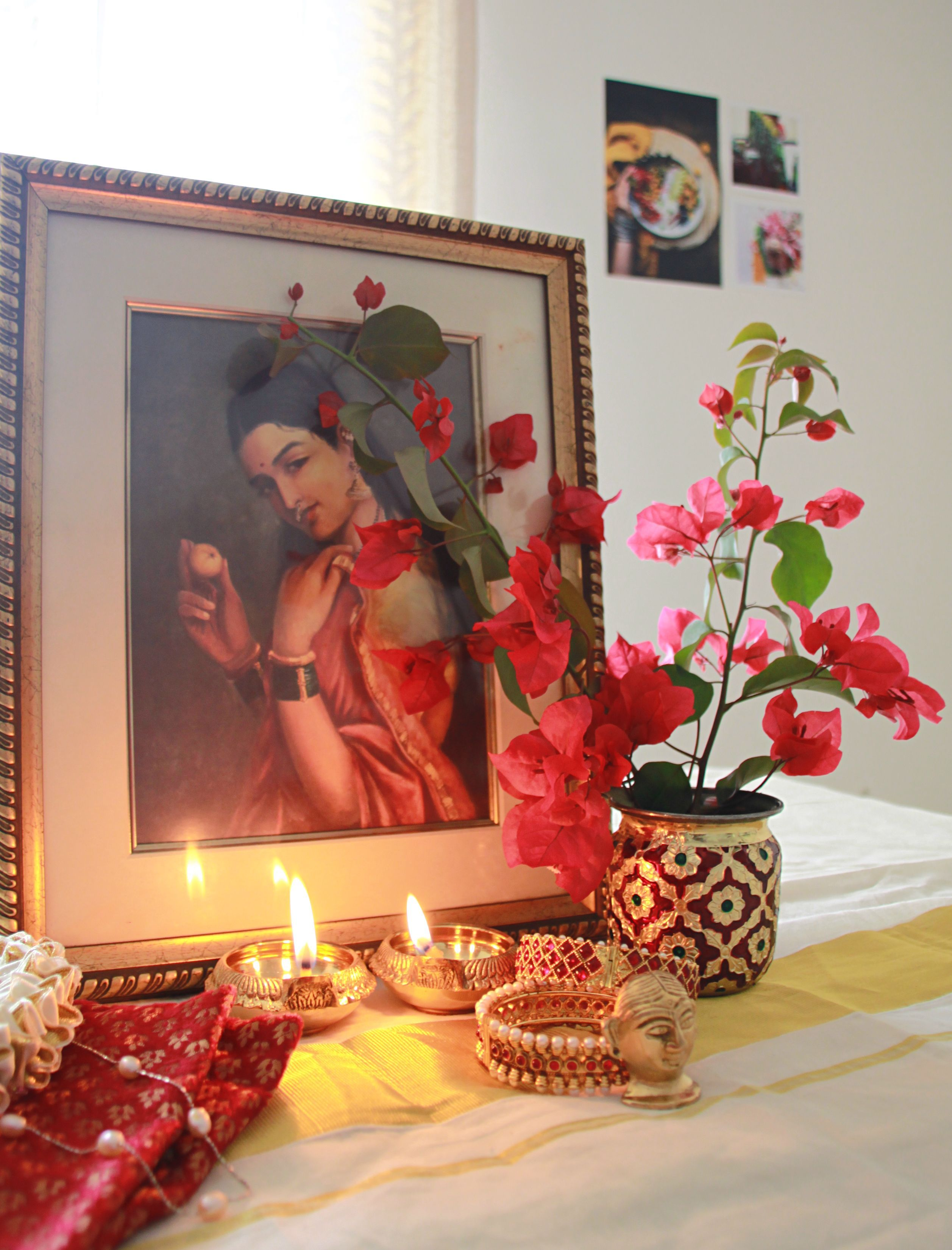 A South Indian Diwali Vignette Center Table Decor Bring Out Those Vintage Paintings Gold Plated Di Diwali Decorations Festival Decorations Decorating Blogs