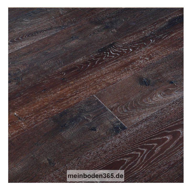 Eiche Toulon Das Parkett ist ein 3-Schicht Fertigparkett als Landhausdiele in der Holzart europäische Eiche. Die rustikale Oberfläche der Diele wurde zusätzlich handgehobelt, um natürlich wirkende Alterungsspuren zu erzeugen. Die Wärmebehandlung sorgt für eine hell- bis mittelbraune Deckschicht. Da sie zudem noch gekälkt und oxidativ geölt ist, wird die Holzstruktur weiß hervorgehoben. Das Parkett hat eine Nutzschicht mit einer Stärke von ca. 3,4 mm und eine umlaufende Mikrofase.