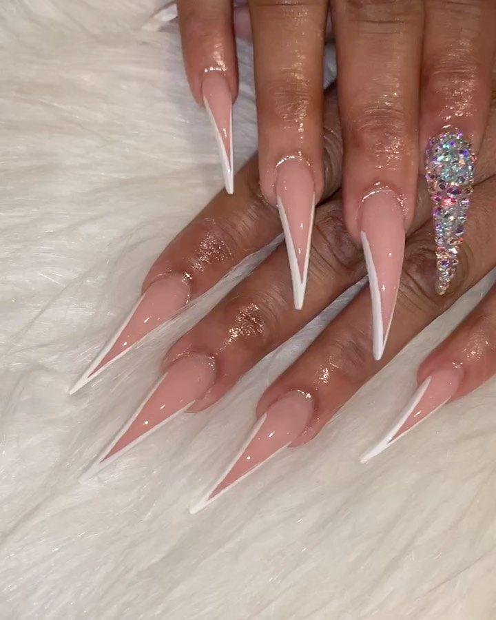 "Chicago Nail Artist 👑 on Instagram: ""I Like Pointy Tingz 💕  #nails2inspire #nails #nailtech #nailsofinstagram #nailart #nails💅 #nailsonfleek #naildesigns #nailsnailsnails…"""