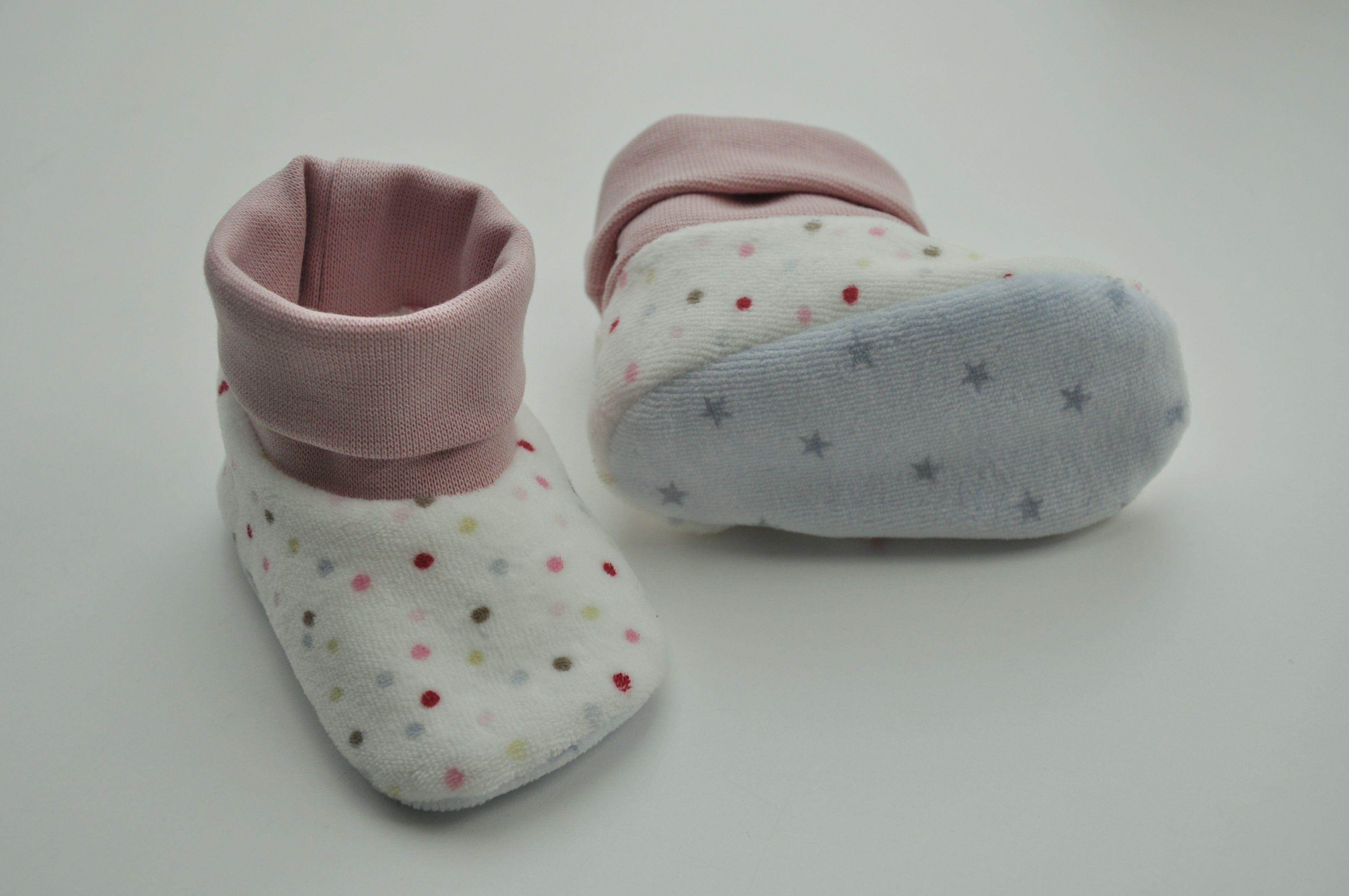 Kuschelige Nickystoffe und ein paar Babyschuhe