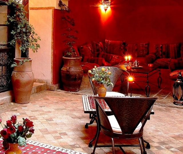 "Holidays in Marrakesch ! Spend your dream vacation in charming riad "" Carina "" and enjoy the Moroccan hospitality ."