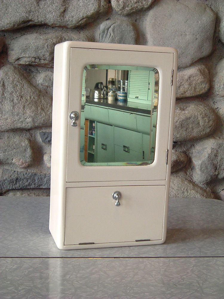 1930s 1940s 1950s Vintage Bathroom Medicine Wall Cabinet In