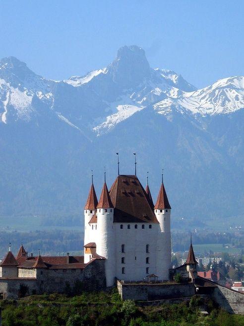 Thun Castle And Stockhorn Be Switzerland Castle Castle