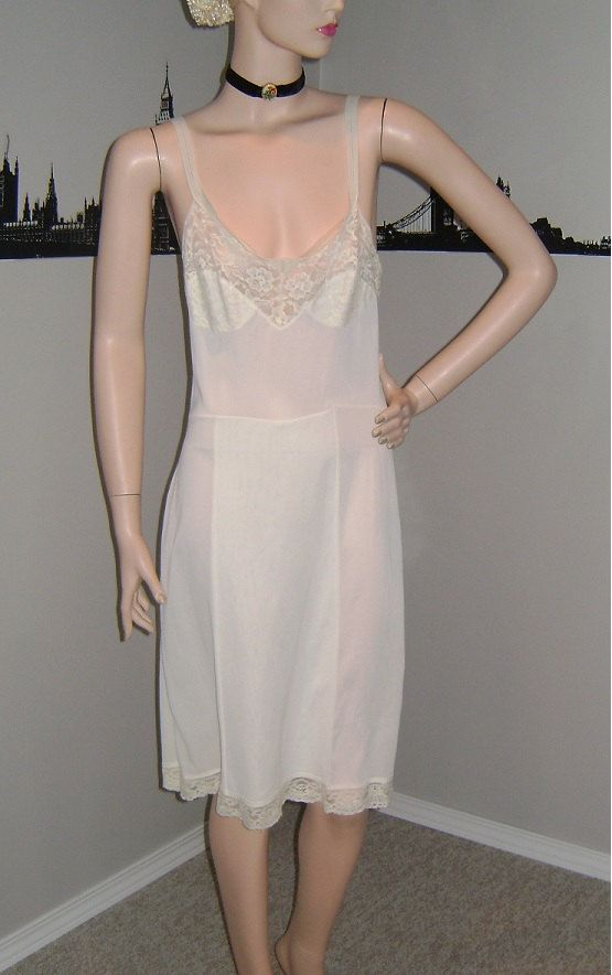 a0777e11b 60 s Cream Lace Dress Slip Vintage Queentex Nylon Slip Classic Dress Slip  Basic Simple Sexy Mid Century Lingerie Mad Men Nightie Nightgown