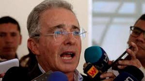 Insiste Alvaro Uribe en renegociar acuerdo de paz en Colombia