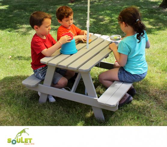 Table de pique-nique pour enfant en bois. Soulet. | Maisonnettes en ...