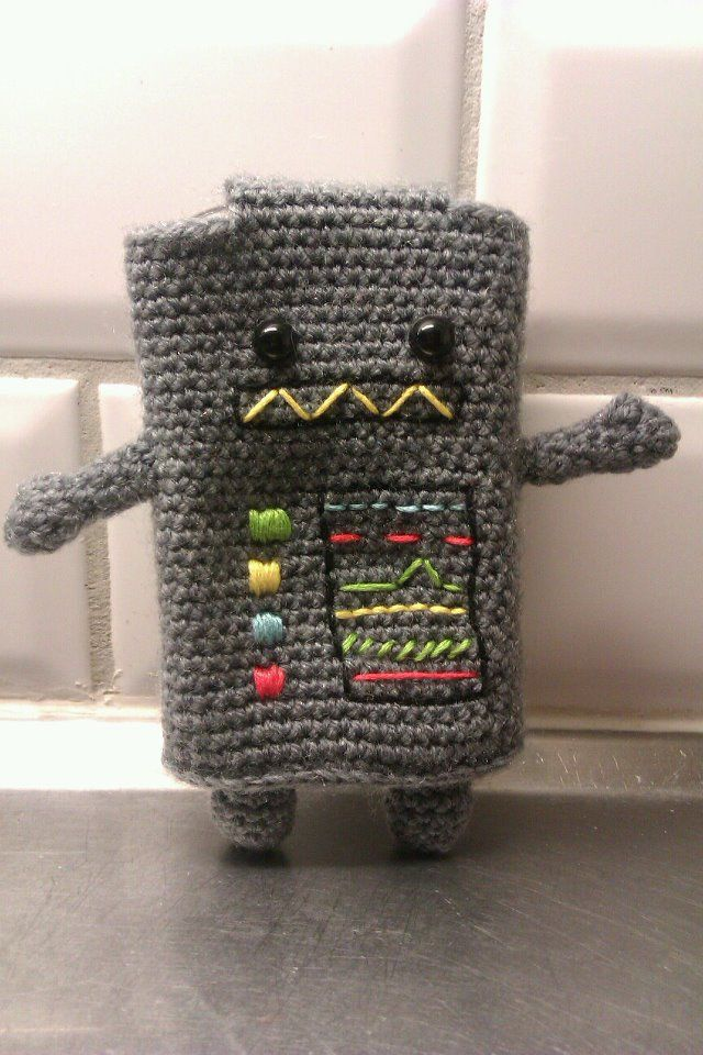 My sister knitted this cell phone cover.