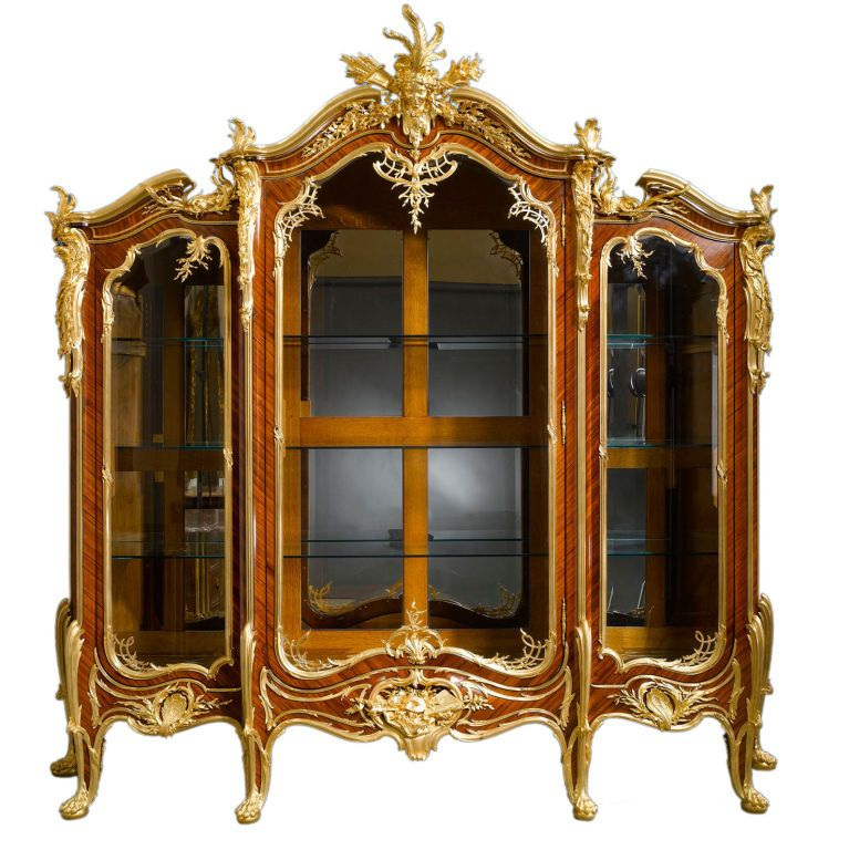 Epingle Par Eclectique Sur 1870 1910 Louis Xv Et Louis Xvi Imperatrice Mobilier De Salon Vitrine Et Meubles Anciens