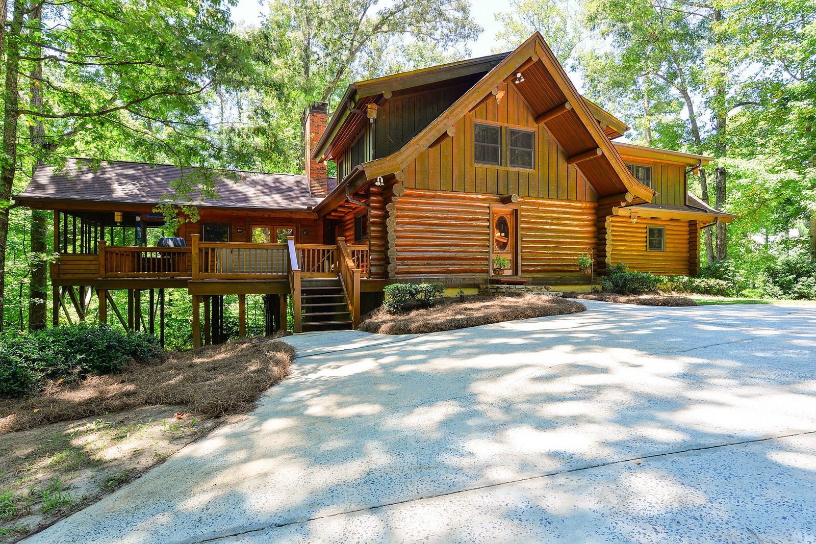 Spectacular 5 Bedroom Open Floor Plan In The Harrison Hs District Private Lot And House Built With Hand Hewed Logs From Montana House Built Open Floor Plan Floor Plans