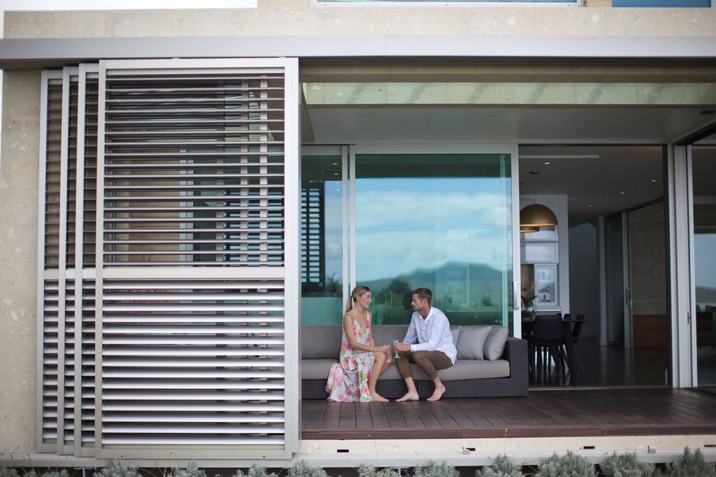 Sliding louvres louvre sliding doors louvretec for Balcony sliding screen door