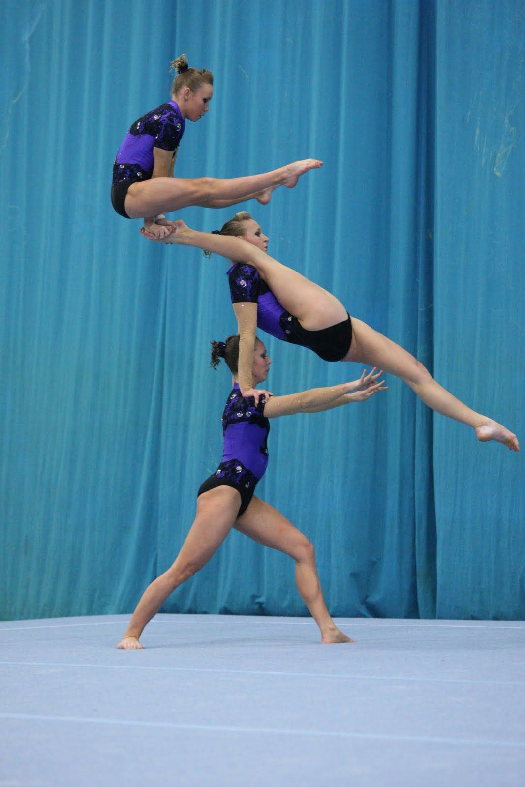 Acrobatic girls picture 3
