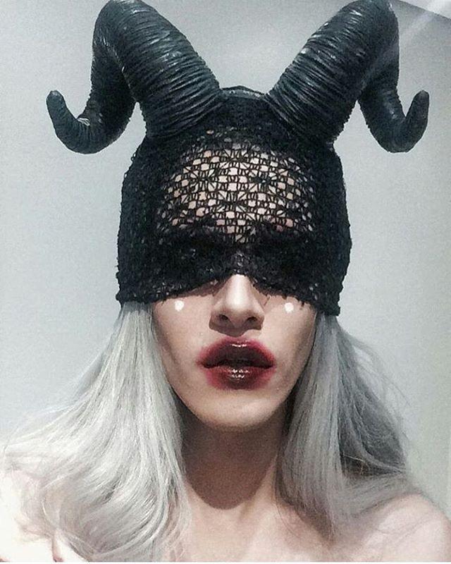 Pin Do A Diana Martins Pro Makeupartist Em Fantasy Makeup Fantasias Chifres E Mulher