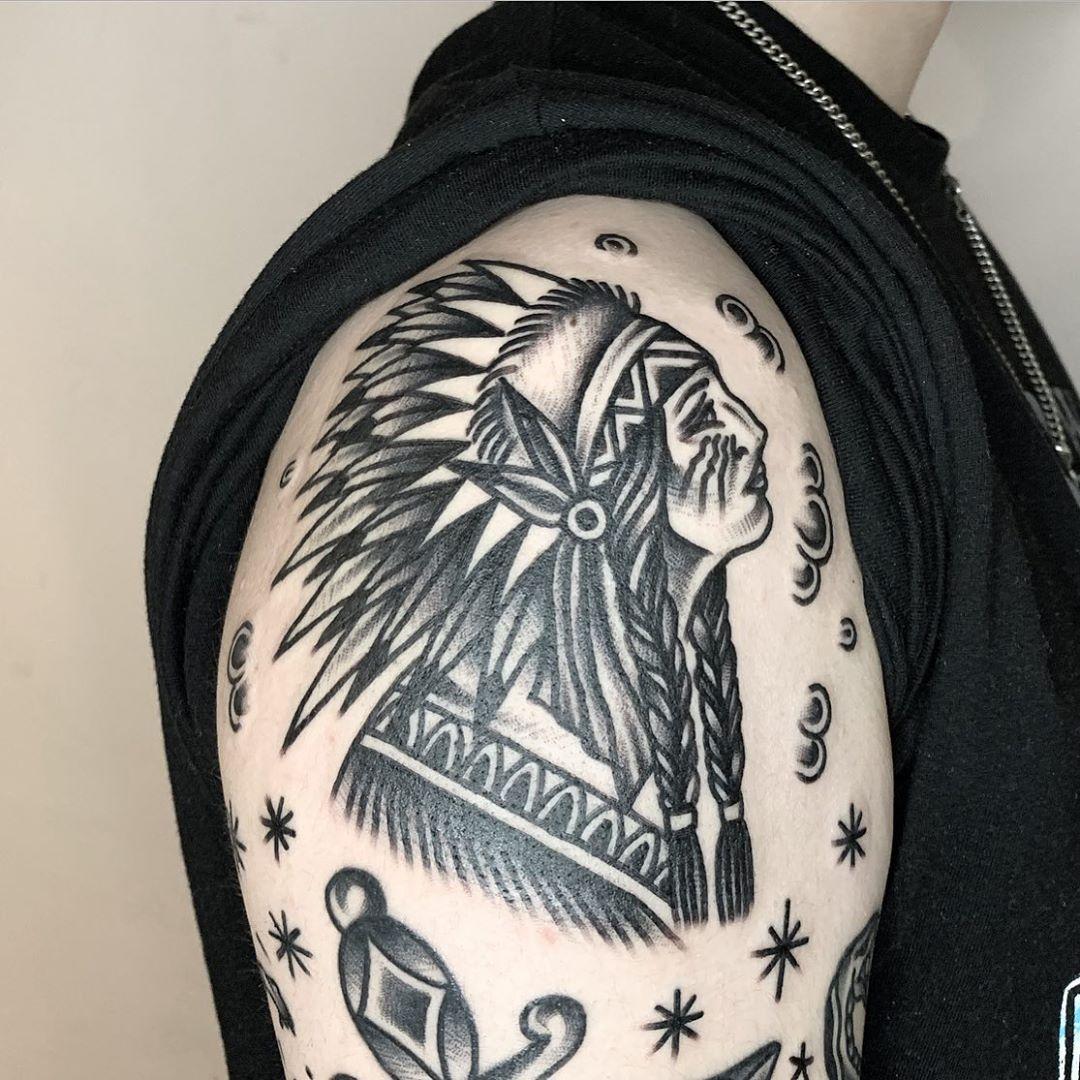 그려놓은 도안 받아가셨어요🎶. . /긴팔, 다리 모델 구합니다 문의 주세요 . #tattoo #tattoos#blacktattoo #blackschool #blackwork #indiantattoo #tattooart #tattooflash #traditionaltattoo#armtattoo#tattooist#traditional #ink #blackink #ootd#tattoogram#selfie#oldschooltattoo#linework#lineart#타투#문신#올드스쿨#블랙스쿨#팔로우#타투스타그램#좋아요#오오티디#미니타투#감성타투