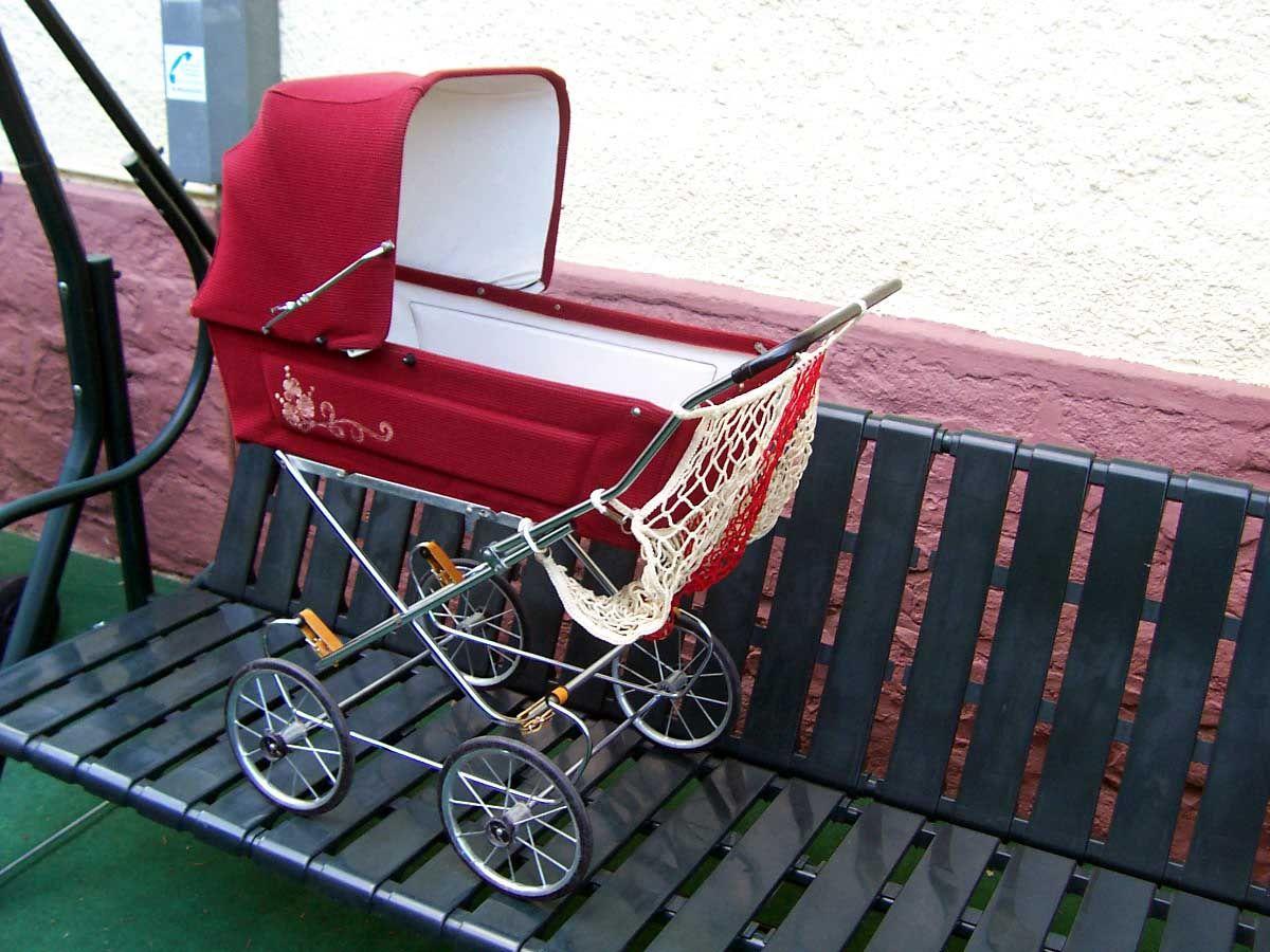 DDR Puppenwagen 70 er Jahre; mit Verdeck; Weinrot; Cord; Netz; 77 x 91 x 47 cm | eBay
