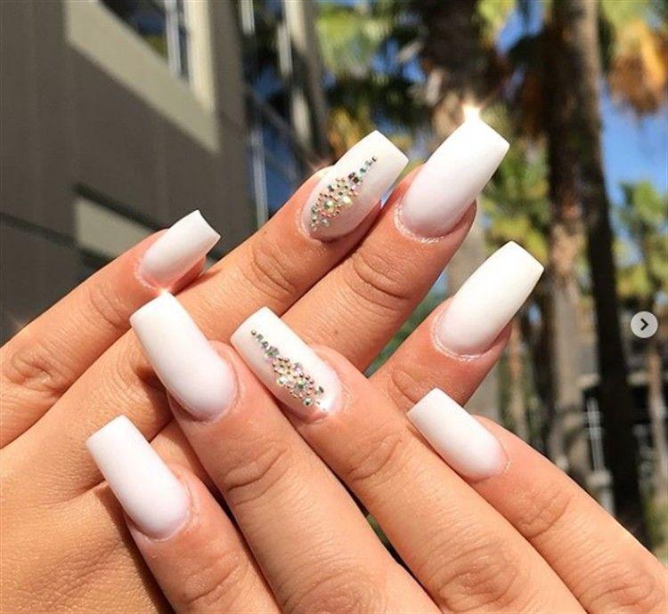 30 Amazing White Acrylic Nail Art Design Ideas Fashonails White Acrylic Nails White Nail Designs White Nail Art