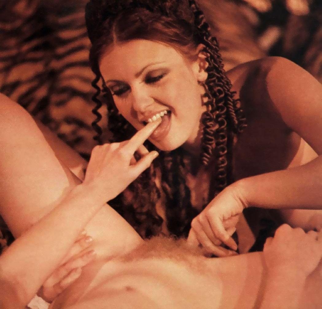 калигула смотреть порно кровати обрабатывает
