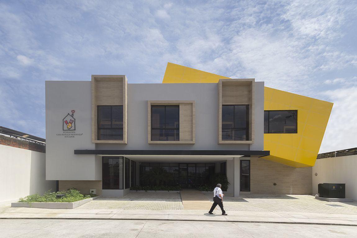 Galer a de casa ronald mcdonald jannina cabal for Casa minimalista guayaquil