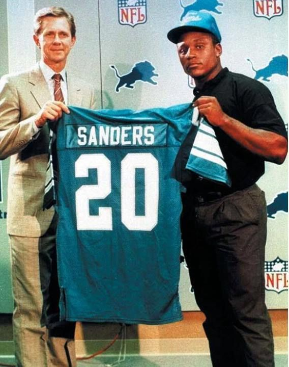 Barry Sanders drafted by the Lions. Will never have another Barry Sanders a335e52bb