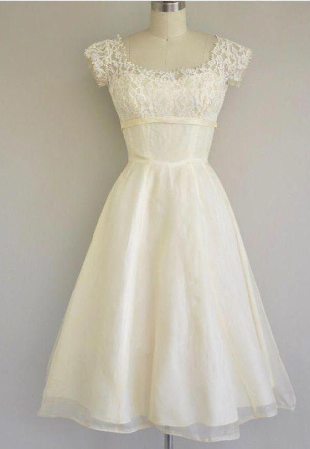 5b06e5c09de4 Vintage 1950s dress #vintage1950sdresseswedding Vintage Outfits,  Strandklänningar, Formella Klänningar, Brudklänningar, Tjejer