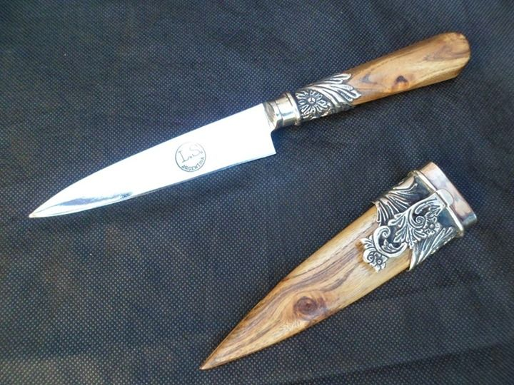 cuchillo criollo con vaina de madera de olivo!!