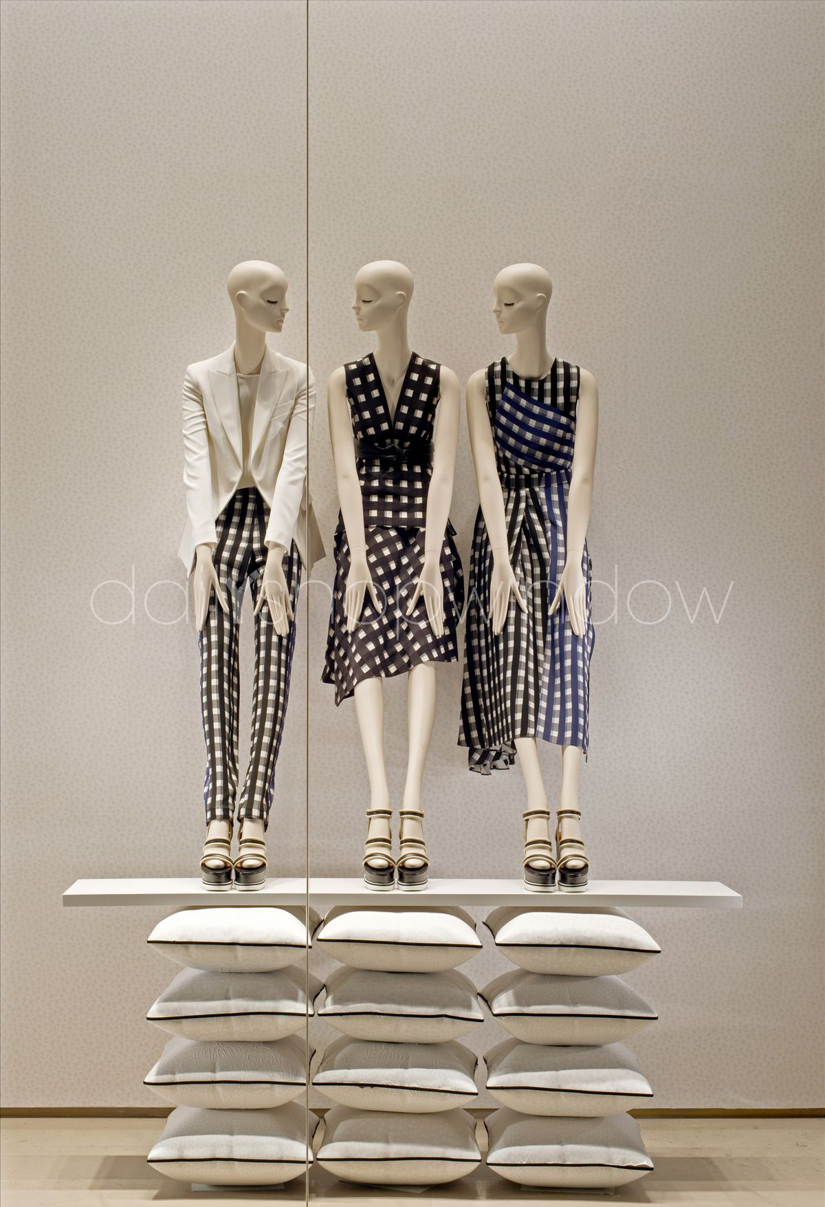 1000+ images about Fashion Windows & Visual Merchandising on ...