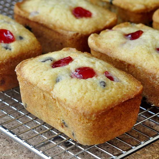 Baked Christmas Gifts: Cherry Chocolate Chip Crinkle Cakes