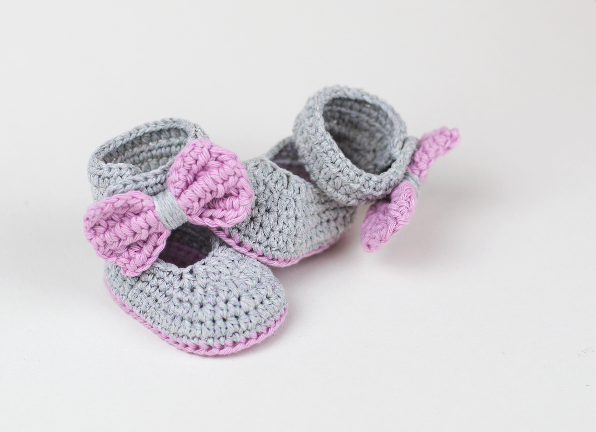 FREE PATTERN: Crochet Baby Booties For Little Girls by Croby ...