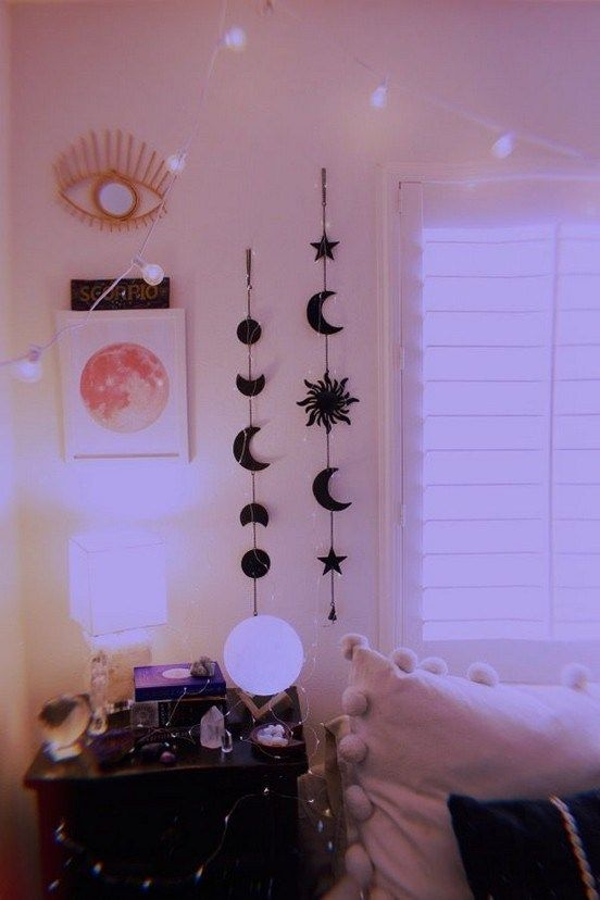 30 Pinterest Worthy Dorm Room Ideas For You In 2020 Cute Room Decor Vintage Bedroom Decor Dorm Room Inspiration