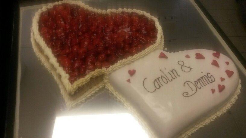 Erdbeer Doppel Herz Als Hochzeitstorte Giggi S Torten Wedding