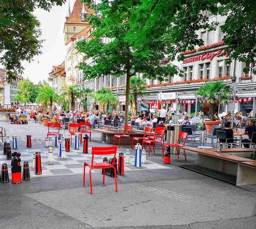 عاجل سويسرا تقرر عودة الحياة لطبيعتها وفتح الحدود بين ألمانيا والنمسا وفرنسا 8220 صور 8221 Table Decorations Decor Home Decor