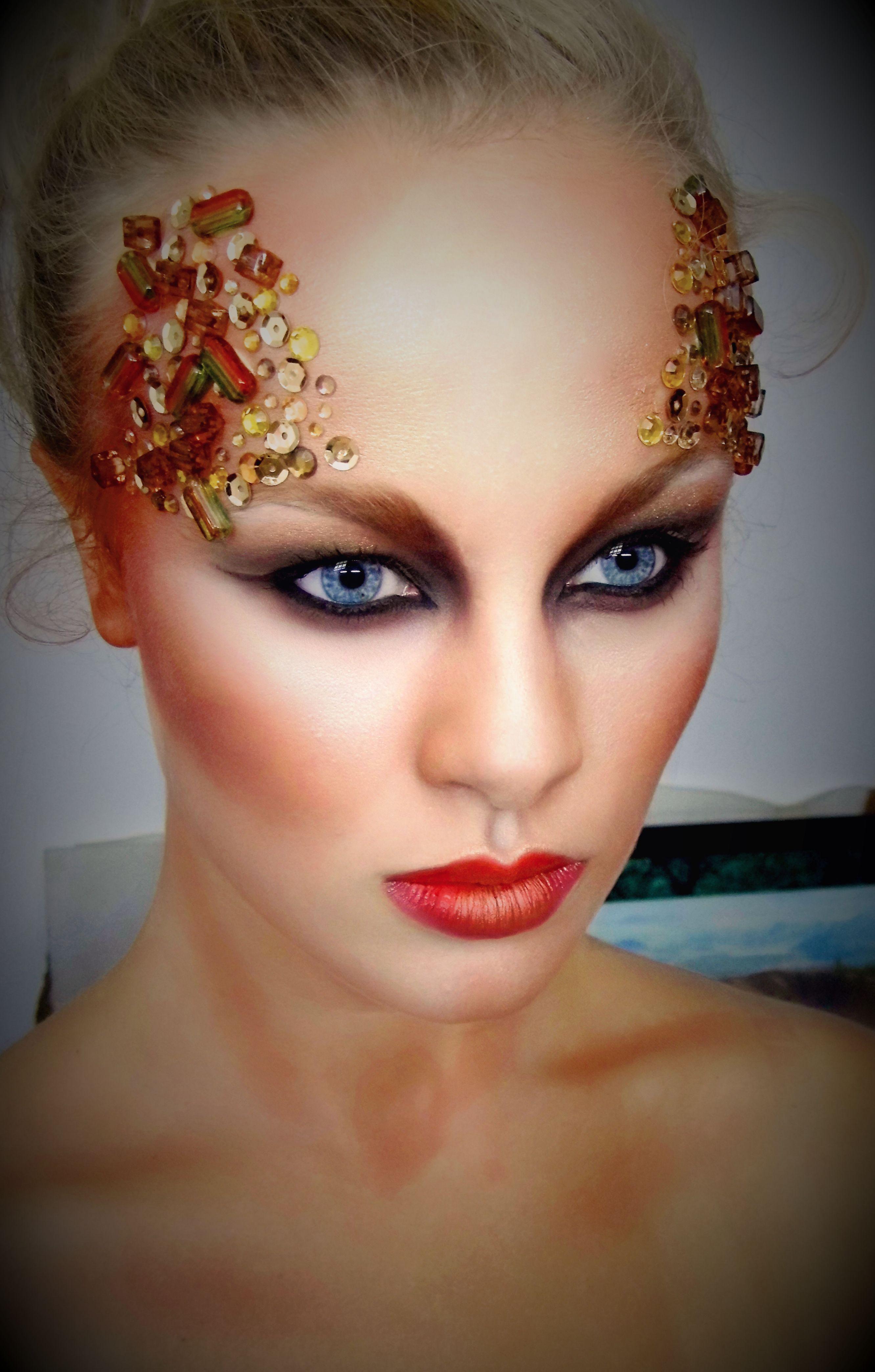 Strong eye makeup with beads Bridal makeup, Bridal