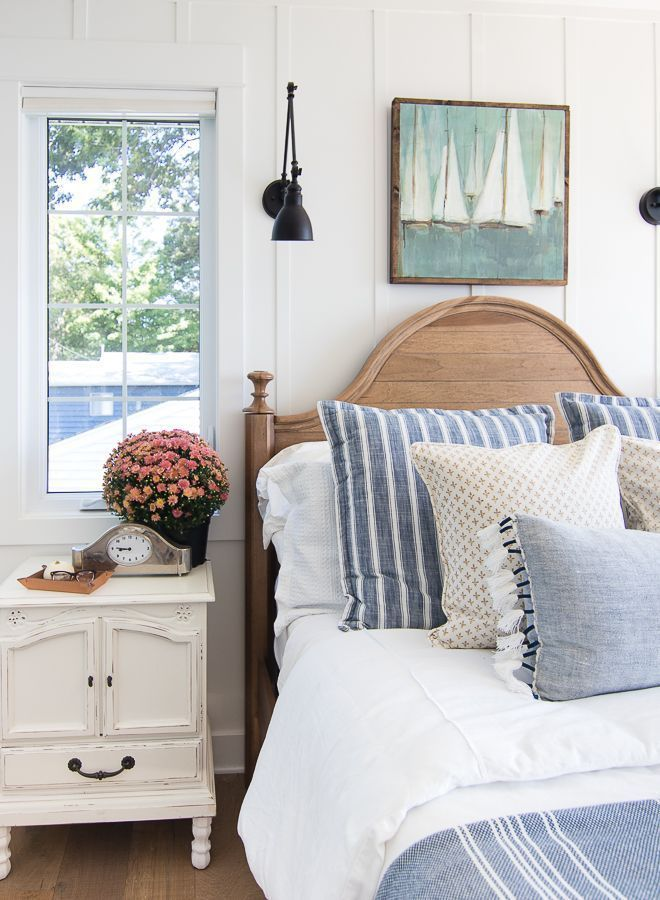 Fall Home Decor Tour - Navy and Rust #coastalbedrooms