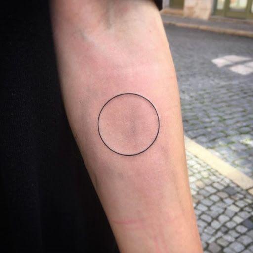 Este círculo http://tatuagens247.blogspot.com/2016/08/charmoso-e-exclusivo-circular-desenhos.html