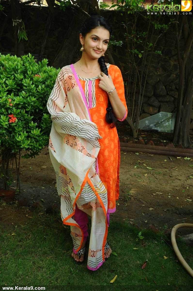 actress saranya mohan latest stills - saranya mohan stills,saranya