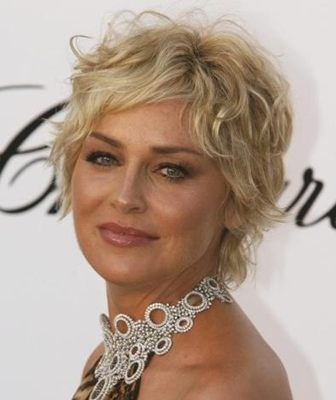 Sharon Stone Short Curly Hairstyle Coupe De Cheveux Courte Cheveux Courts Modele Coiffure Cheveux Courts