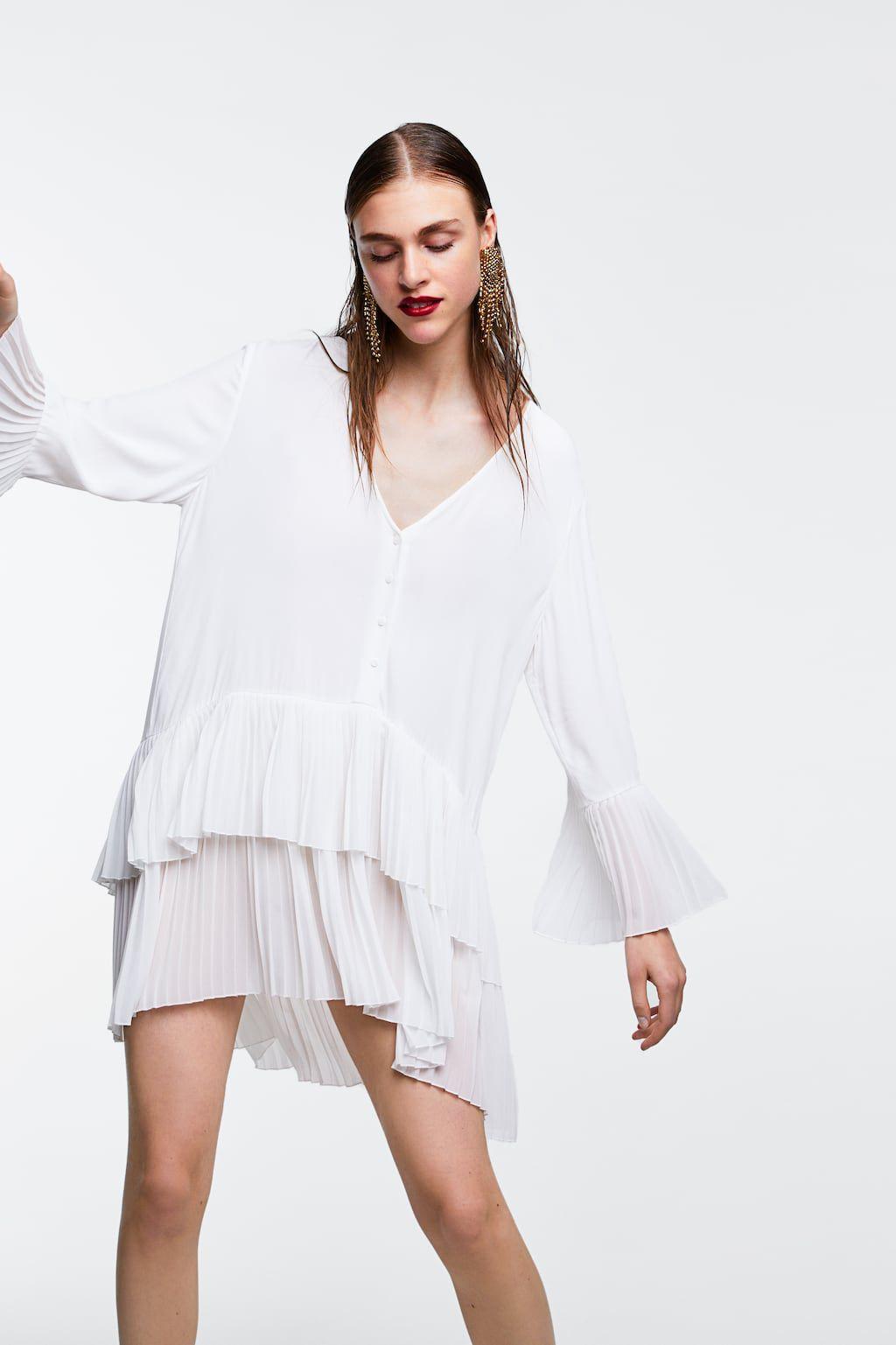 zapatos casuales pulcro elegante en estilo María Pombo tiene el vestido blanco de Zara que todas ...