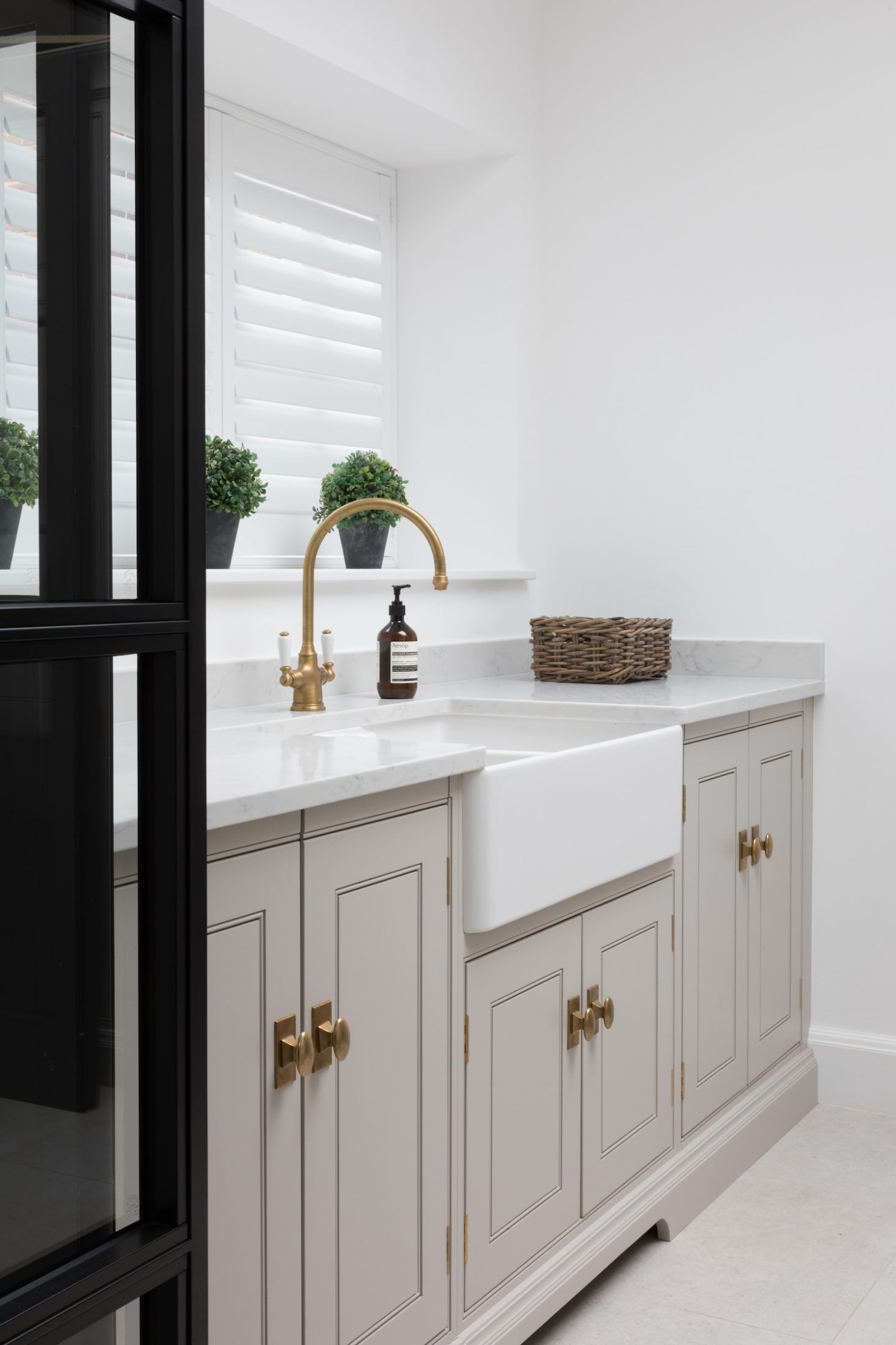 the large sink in this utility room at the hampstead