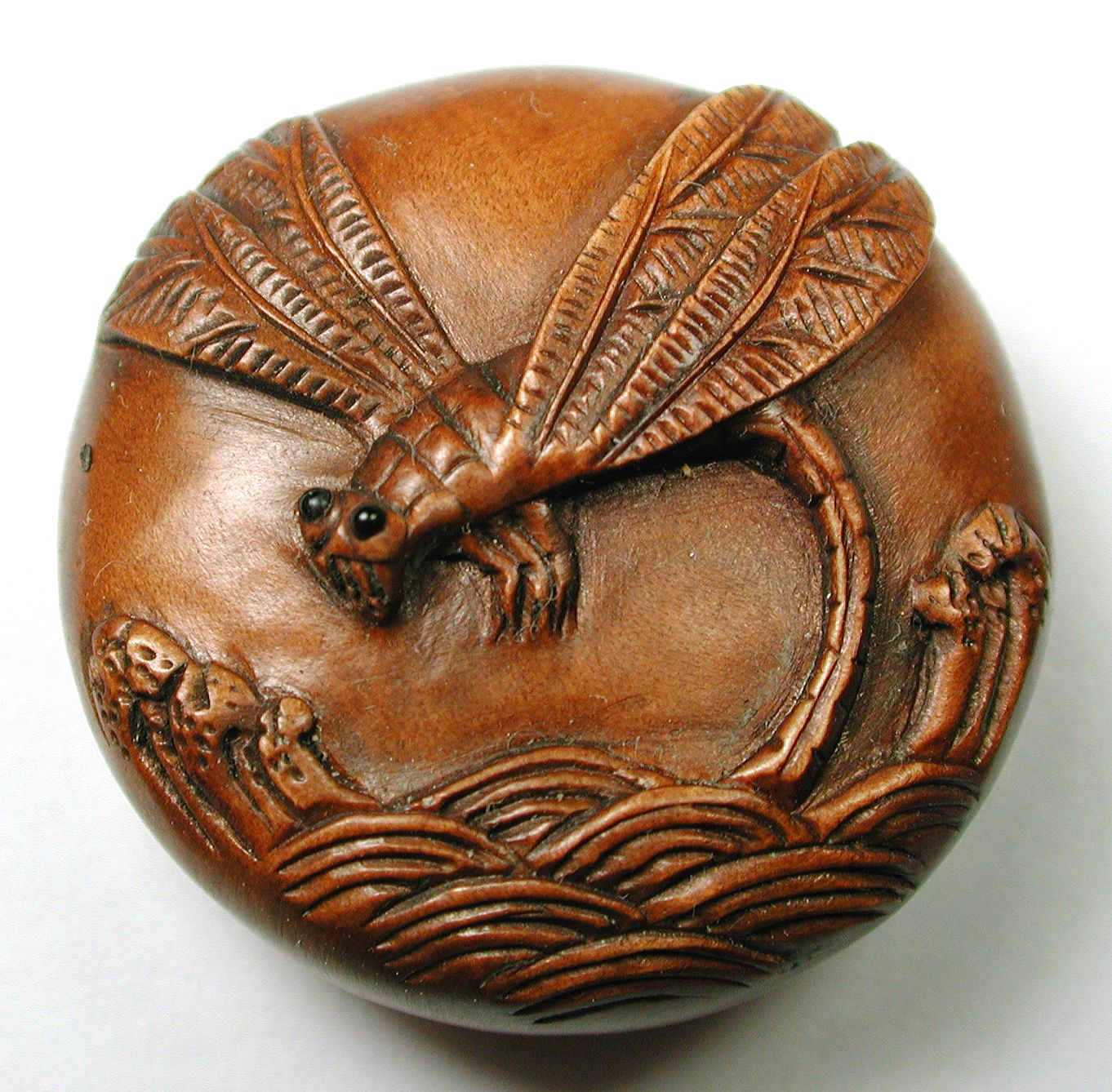 Buttonartmuseum vintage carved wood button detailed