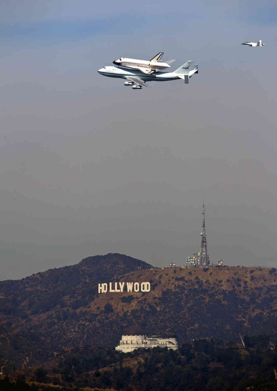 Shuttle Endeavour S Flight Home To Los Angeles Space Shuttle Space Travel Space Flight