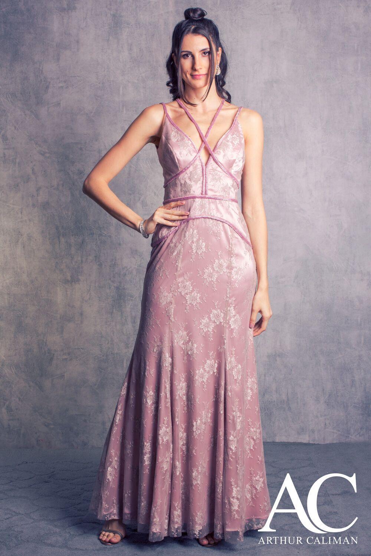 366eeb231b3 Vestido longo sereia de renda com bordados Arthur Caliman Ideal para  madrinhas e formandas Moda festa