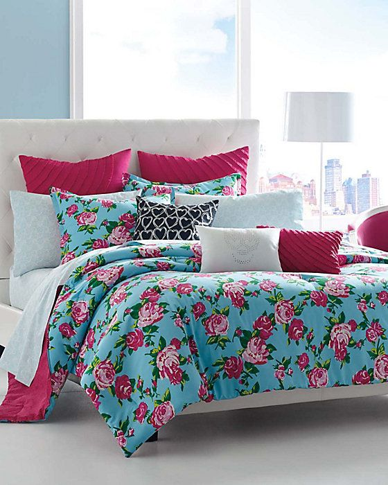 BETSEYS BOUDOIR COMFORTER SET: In full bloom.