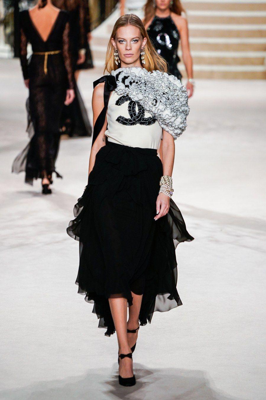 Chanel PreFall 2020 Fashion Show Подиумная мода, Платья