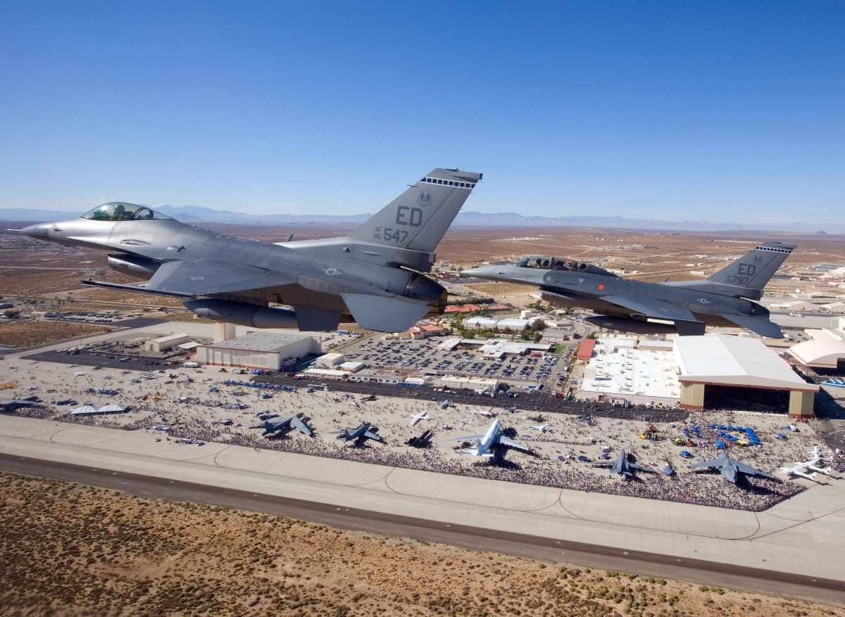 Cựu sĩ quan Mỹ tuyên bố từng lái thử đĩa bay tại khu vực 51 bí ẩn? - ảnh 2.