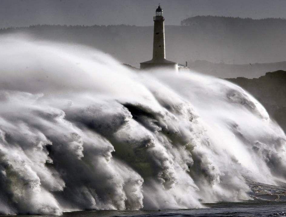 La furia del mar - Isla de Mouro - Santander - Spain