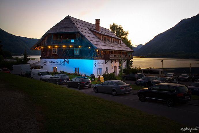 Mit 13 Punkten (1 Haube) hat der internationale Restaurantführer Gault Millau die Stiftsschmiede Ossiach bewertet und ist dabei förmlich ins Schwärmen geraten.