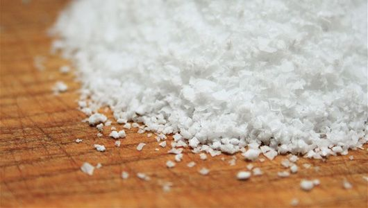 Homemade driveway #deicers: Find out what's in your cupboard that will melt ice. #recipe #diy