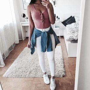 10 Ideas para usar jeans blancos sin parecer enfermera